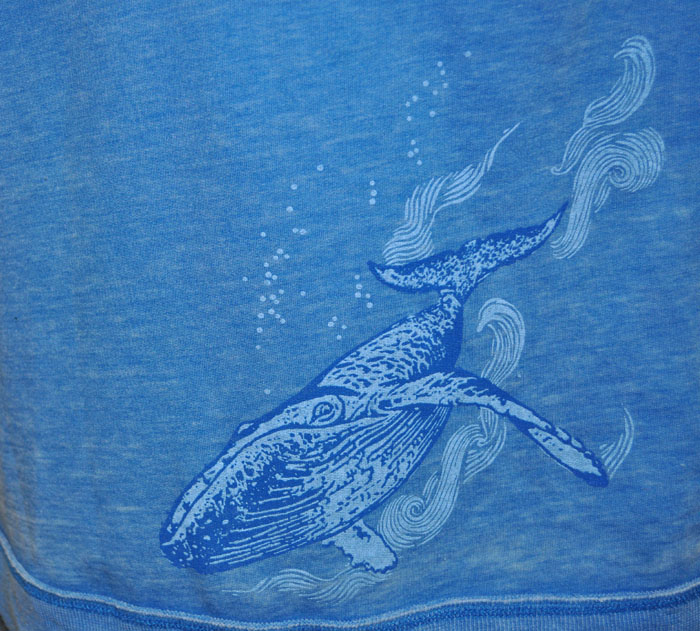 whale_zip-back_detail_1